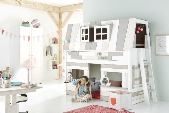 Life Time Kidsrooms kinderslaapkamers en tienerslaapkamers model Hangout op basis van halfhoogslaper. Boven om te slapen en beneden om te spelen