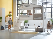 Halfhooogslaper met trap en thema Hide Out van Life Time Kidsrooms kinderslaapkamers en tienerslaapkamers.